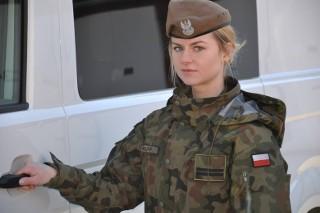 Szczerze o tym, jak kobiety są traktowane w wojsku