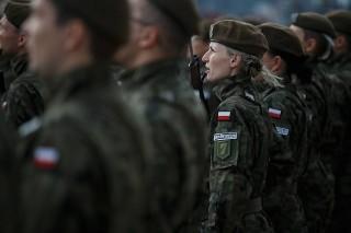 Dlaczego 40-letnie kobiety idą do wojska? Koniecznie przeczytaj