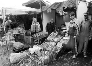 Targowisko na Bema - kiedyś cały Poznań robił tu zakupy