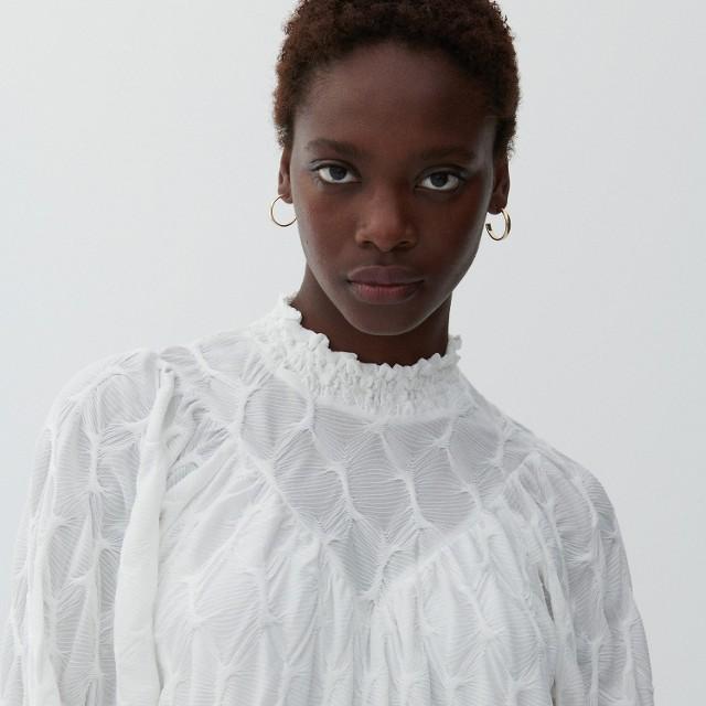 Reserved - Sukienka ze strukturalnym wzorem - Kremowy
