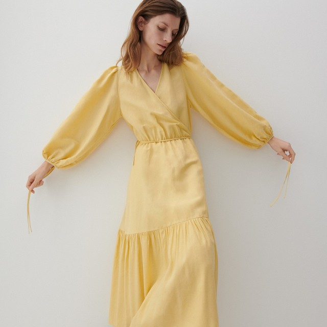 Reserved - PREMIUM Kopertowa sukienka z lnem - Żółty