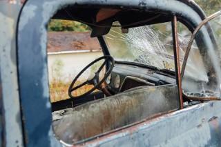 Porzucone auta w Polsce. Niesamowite zdjęcia