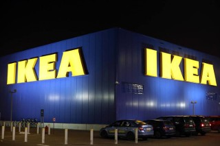 Były pracownik IKEA zwolniony za krytykę LGBT szykuje się do procesu