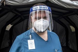Przegraliśmy z pandemią koronawirusa - mówi lekarz