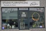 Logo firmy Studio florystyczne Bajka. Kwiaty&Dom