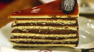 Czym się różni tort Sachera od szwarcwaldzkiego?