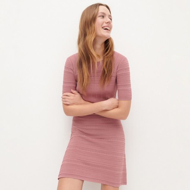 Reserved - Dzianinowa sukienka z dekoracyjnym splotem - Różowy