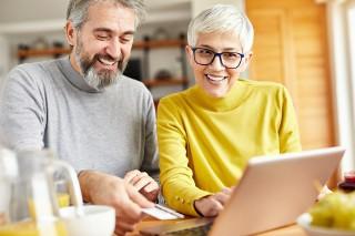 Seniorzy zaufali zakupom online. To nie zasługa pandemii. A czego?