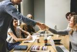 Czy znasz zasady dobrego wychowania w pracy? Na tym wykłada się każdy!