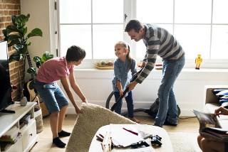 Jaki odkurzacz wybrać do domu z dziećmi i zwierzętami?