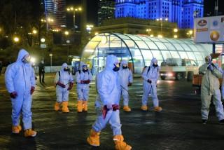 Nocne czyszczenie ulic w Warszawie
