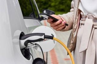 Powstała aplikacja dla kierowców elektryków - w czym pomoże?
