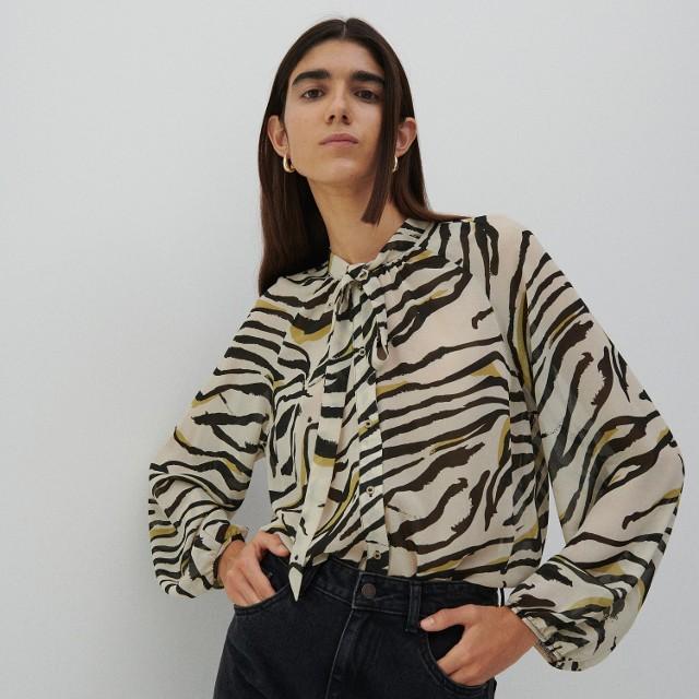 Reserved - Bluzka ze zwierzęcym printem - Kremowy