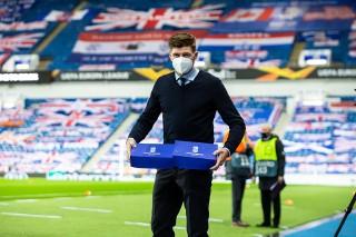 Lech wręczył rogale świętomarcińskie Stevenowi Gerrardowi i piłkarzom