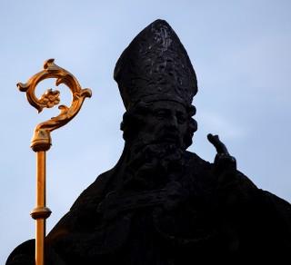Co wiesz o niezykłych i skandalicznych dziejach papiestwa?