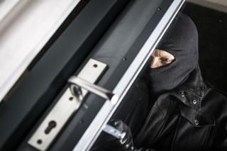 Jedziesz na wakacje? Uważaj na złodziei! Sprawdź, jak zabezpieczyć dom